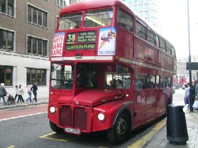 Routemaster busz Londonban