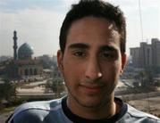 Farris Hassan kamerába mosolyog