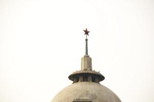 Vörös csillag a sanghaji önkormányzat épületének tetején